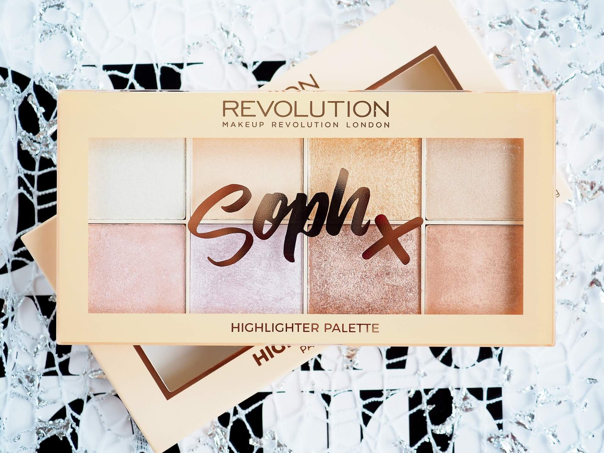 OPINIA SOPH X MAKEUP REVOLUTION HIGHLIGHTER PALETTE