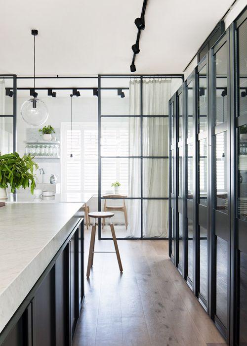 Cocina con suelos de baldosa hidráulica y puertas de cristal con ...