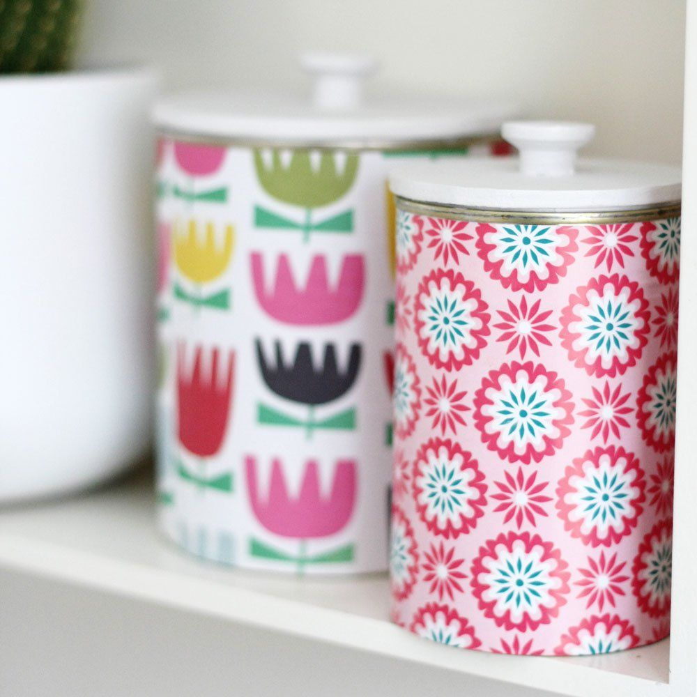 You have no idea how happy I am with the way this project turned out. I can't wait to make more! It started all with the wish of having a lid for my recycled tins. I mean: that's how they become mo...