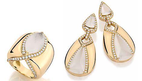 Conjunto de anel e brincos de ouro amarelo, cristal leitoso e diamante incolor