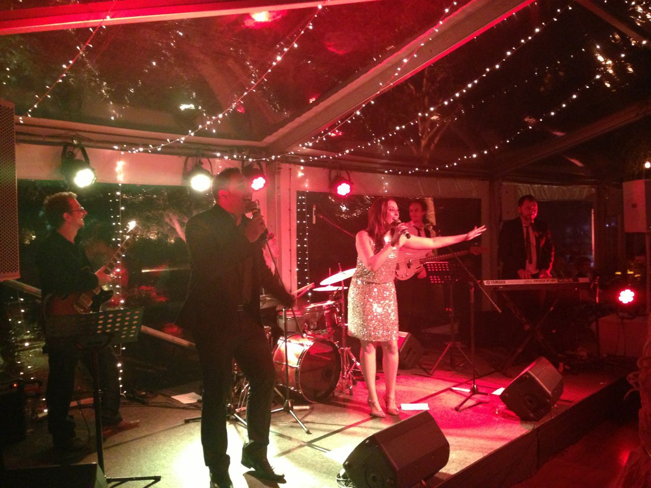Heat Wave Band Is A Melbourne Based Band That Is A Storehouse Of Talent Filled With Incredible Musicians Sen Heatwave Band Wedding Entertainment Entertaining