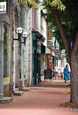 Downtown Fredericksburg, VA LOL I LIVE HERE wut why do people care ... : virginia quilt shops - Adamdwight.com