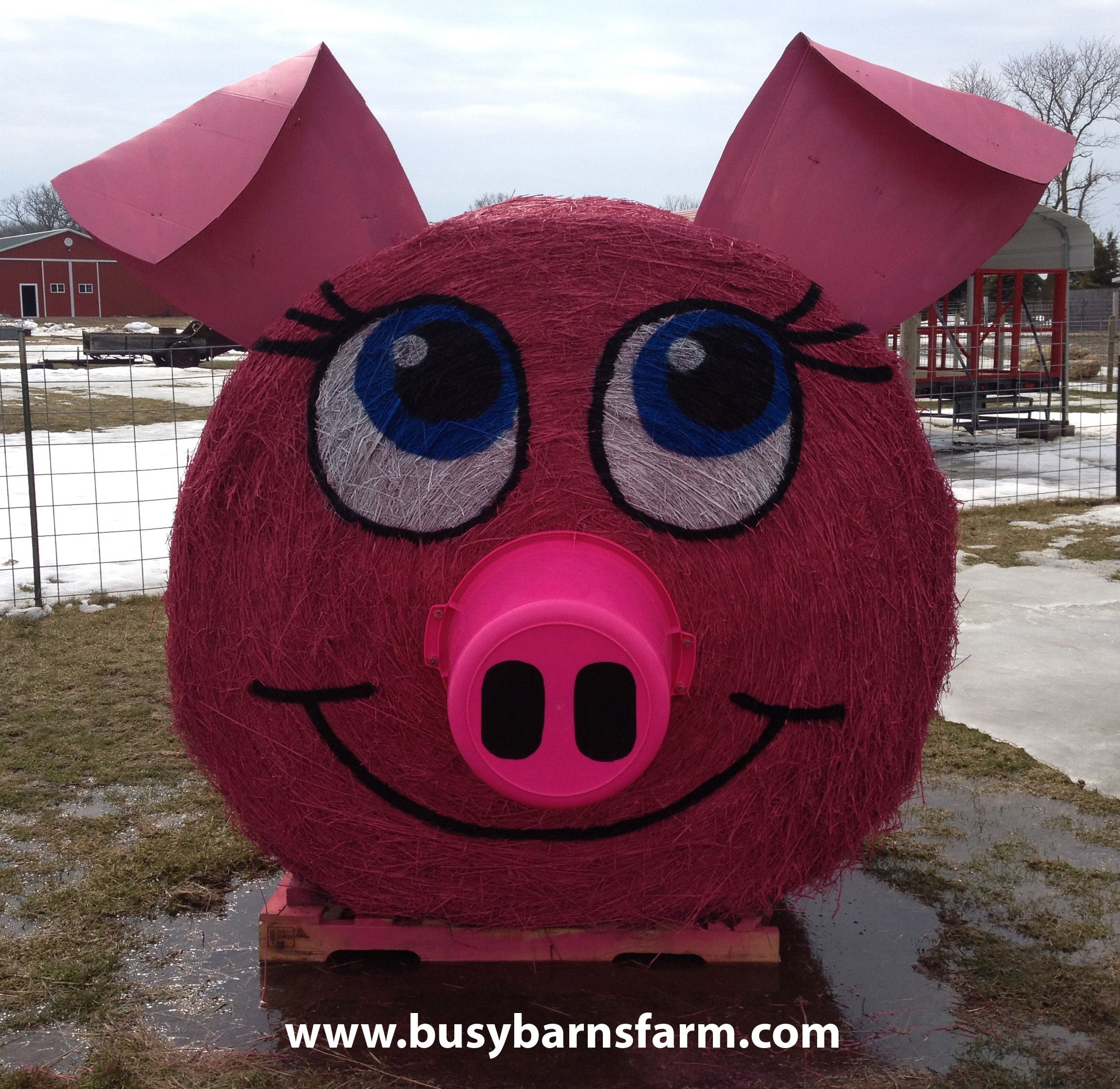 Busy Barns Farm Pink Pig Round Bale Art