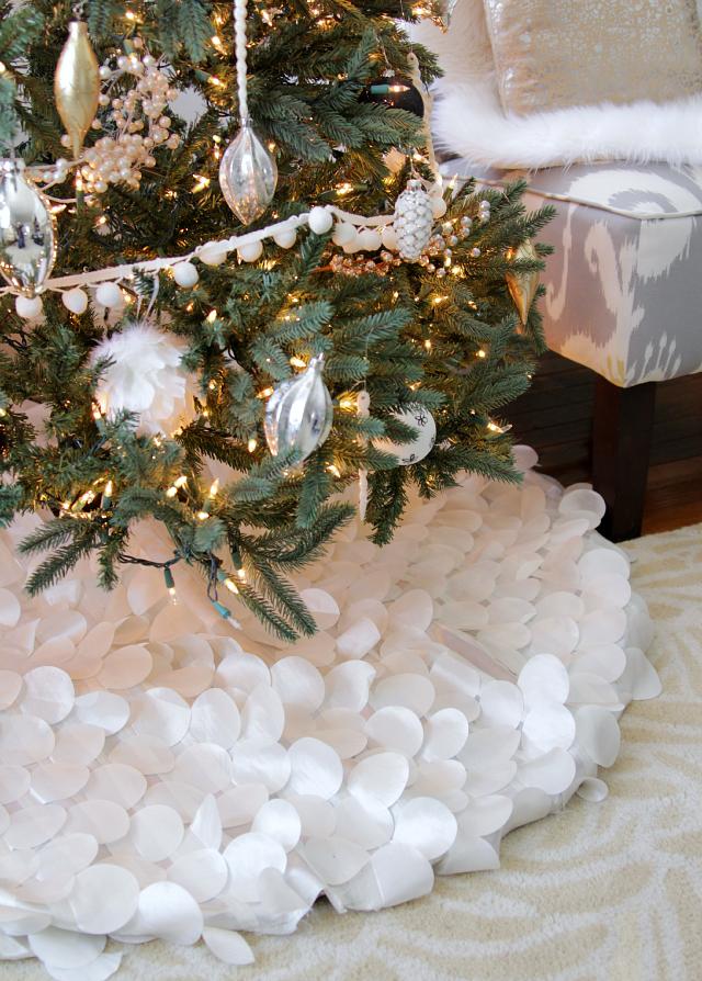 Black and White Christmas Tree | Tree skirts, Christmas tree and ...