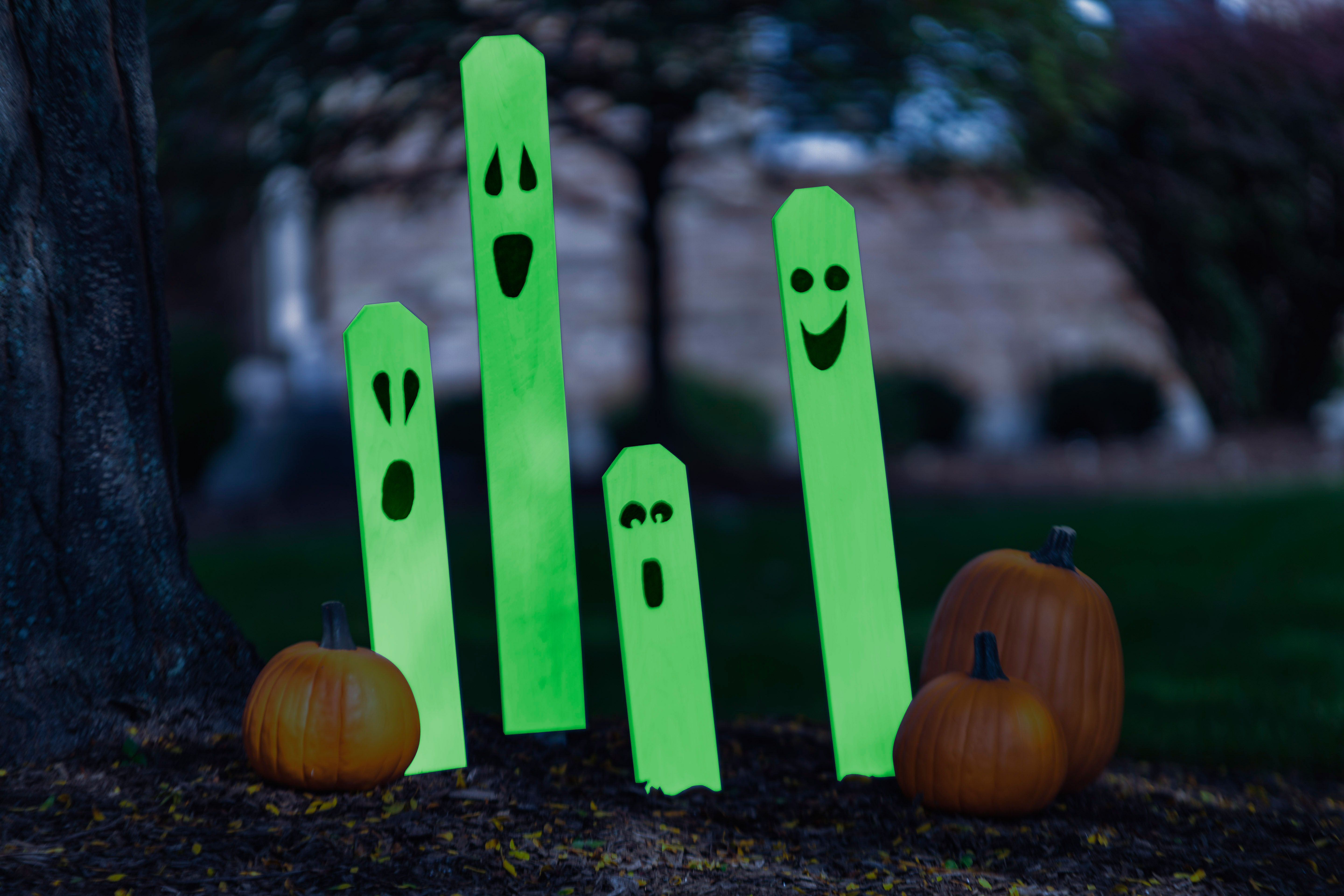 Front yard Halloween decorating made simple thanks to Rust-Oleum - glow in the dark halloween decorations