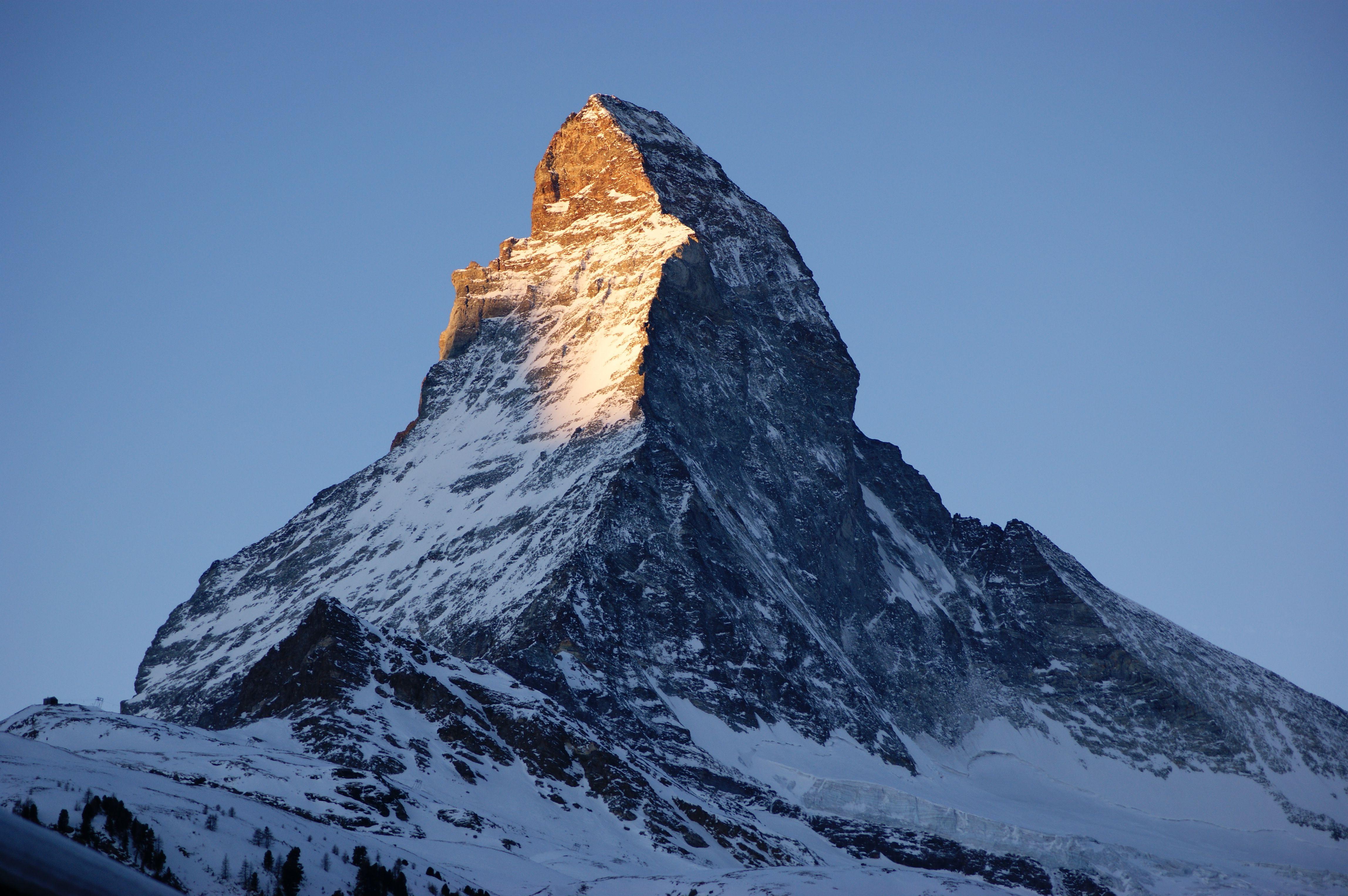 Matterhorn SUIÇA  Altitude: 4.478 m  Primeira ascensão: 14 de julho de 1865 Proeminência: 1.040 m Primeiros escaladores: Edward Whymper, Charles Hudson, mais Cordilheira: Alpes, Alpes valaisanos