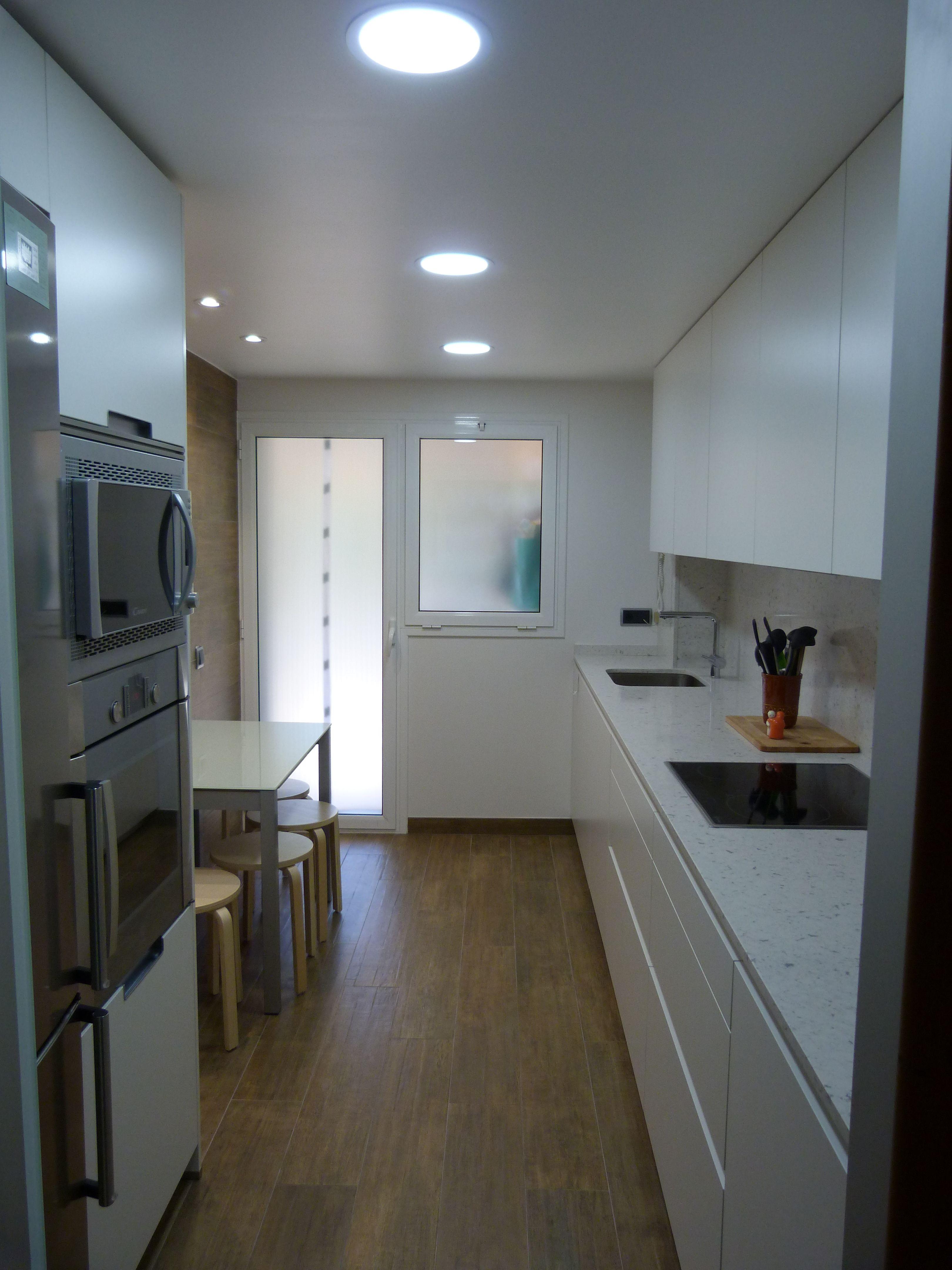 Pin de renova interiors en cocinas proyectos realizados for Cocinas alargadas modernas