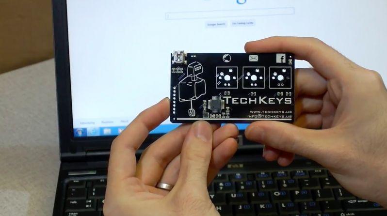 Une Carte De Visite Electronique Qui Se Branche En USB Pour Fonctionner Comme Un Clavier