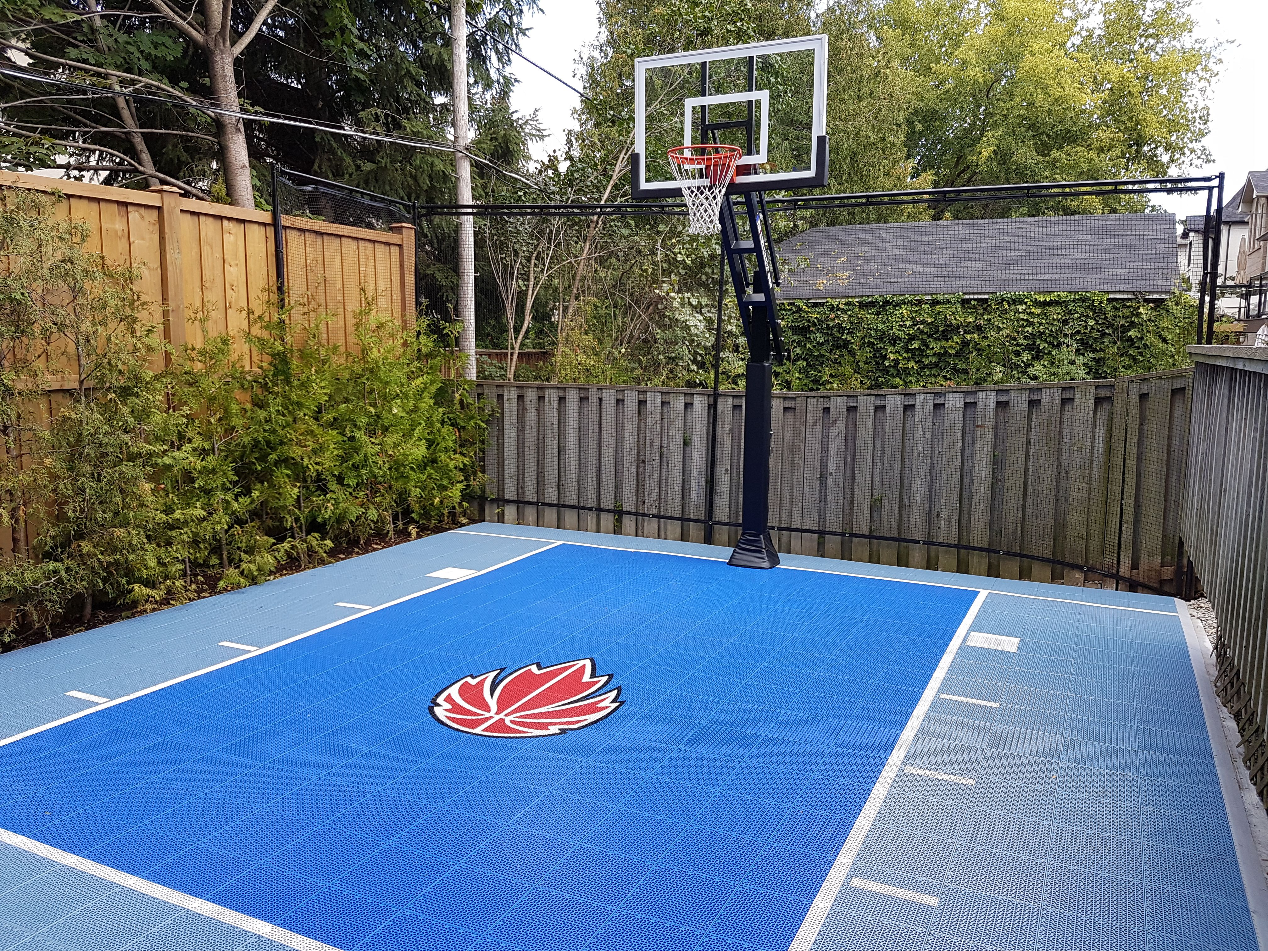 20 X 28 Backyard Court With Our Bounceback Shocktower Court Surface From Snapsports Basketball Court Backyard Backyard Court Backyard Basketball