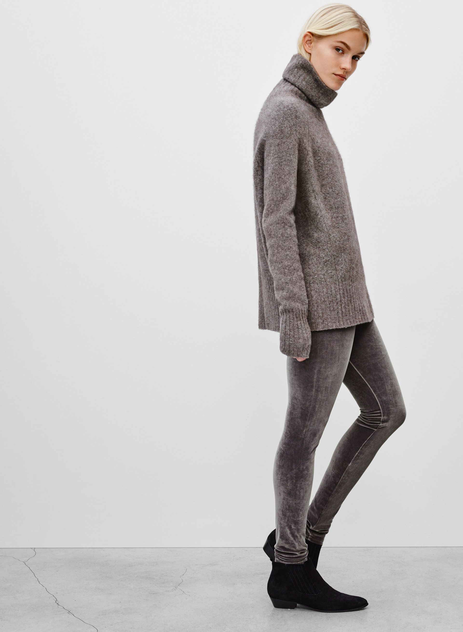 0e4e5eb2f39a7 Velvet for days. The Wilfred Free DARIA PANT | Aritzia | style + on ...