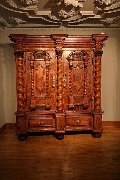 armoire style louis xiii antiques collectibles pinterest m bel antike m bel und barock. Black Bedroom Furniture Sets. Home Design Ideas