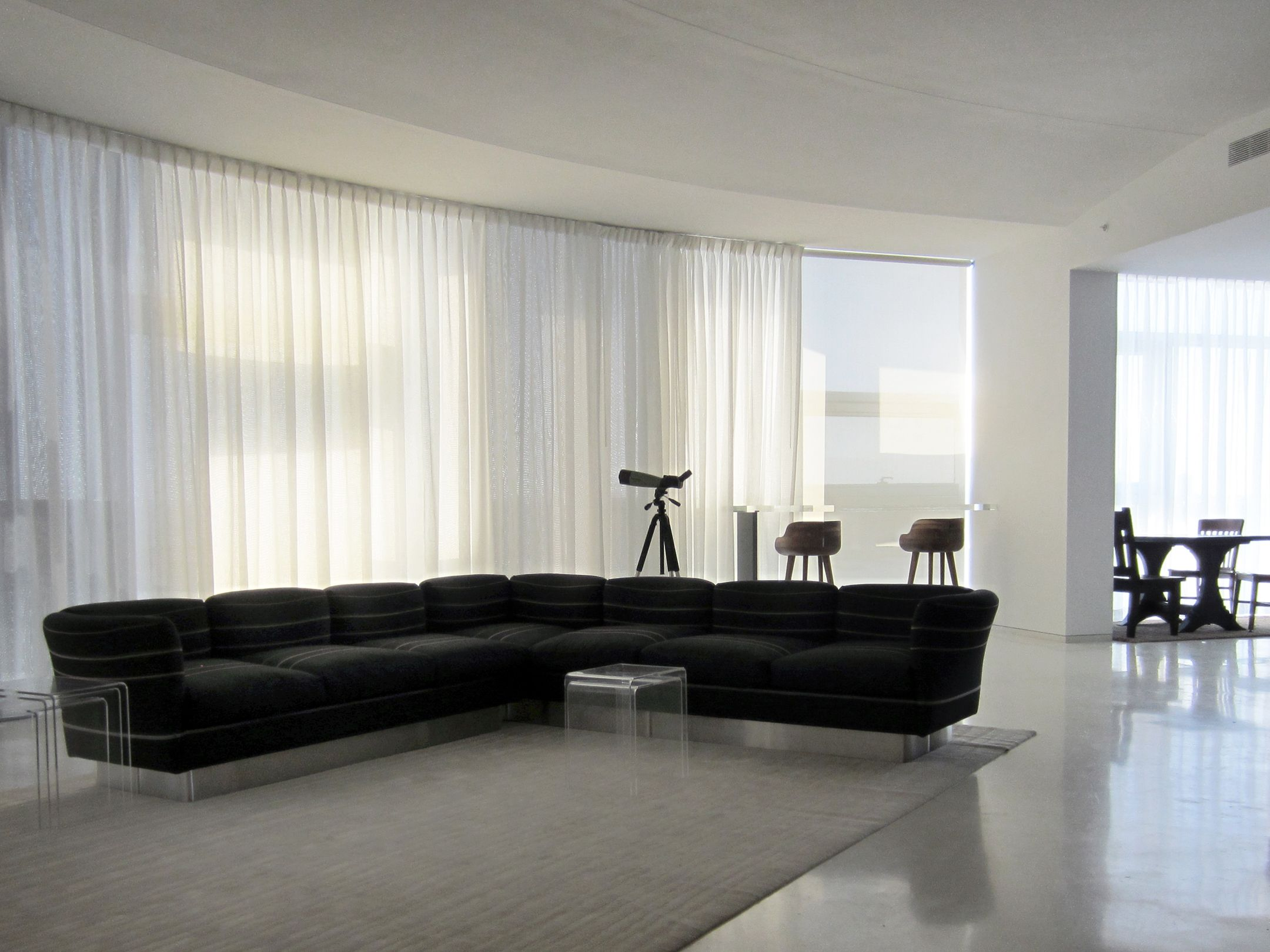 Wall Drapes Motorized Sheer Pinch Pleat Curtain Installed On A Curved
