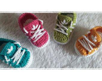 Schema uncinetto scarpine per neonato stile adidas IN by