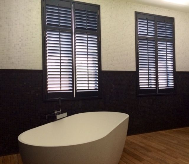 shutters #zwart #badkamer #shutters #black #bathroom http://www ...