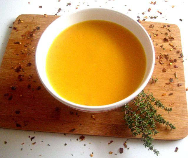 Honig-Chili-Karottensuppe | via julesmoody