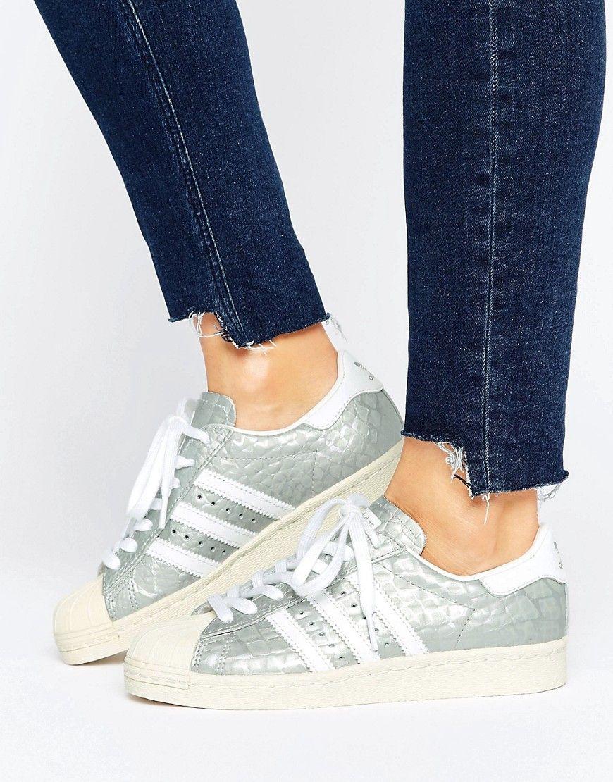 acd0916d043 Envíos gratis a toda España. Zapatillas de deporte plateadas estilo años 80  Superstar de adidas  Zapatillas de deporte ...