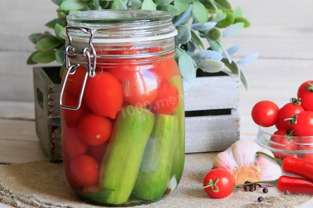 Картинка огурцы и помидоры в банке