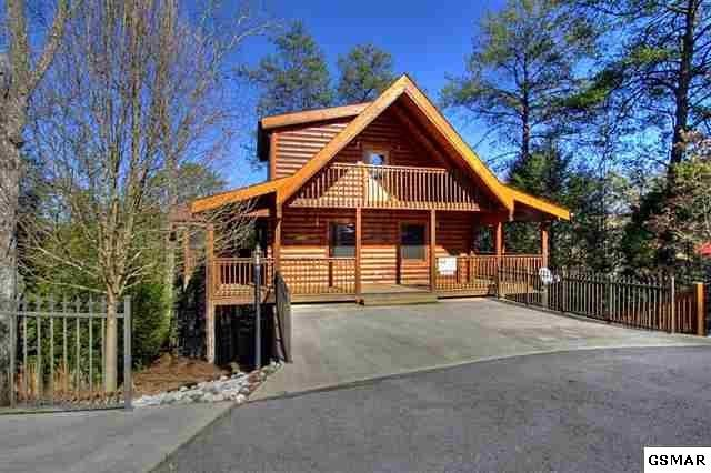 This Is A Beautiful 2 Bedroom 2 Bath Smoky Mountain Cabin With An Amazing In Town Location Less Than A Mile An Sale House Smoky Mountains Cabins