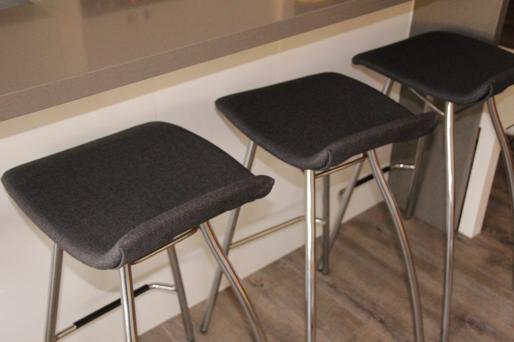 How To Diy Reupholster Your Old Bar Stools To Look New Again Reupholster Bar Stools