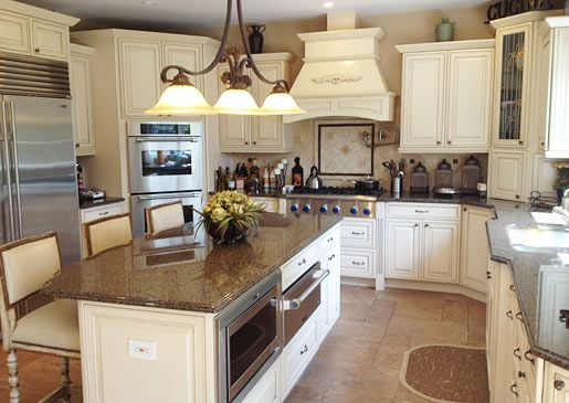 Love This Kitchen Beautifully Done And Well Balanced Kitchen Inspirations Family House Home Kitchens