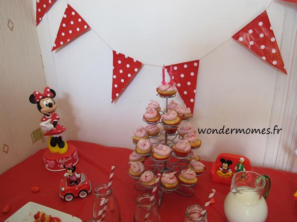 Les Cupcakes Roses En Guise De G Teau D 39 Anniversaire D 39 Une Petite Fille De 2 Ans Http