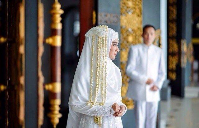 Inspirasi Bagi Yang Ingin Tetap Bisa Mengaplikasikan Ronce Bunga Melati Yang Cantik Pada Pakaian Syari Di Akad Nikah Rep Pengantin Pernikahan Pakaian
