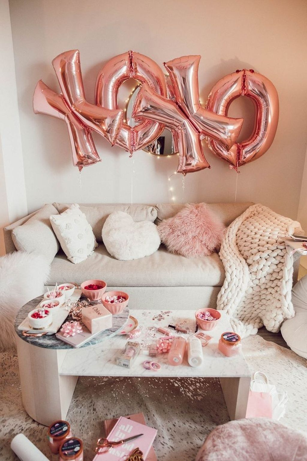 30 Romantic Valentine Decoration Ideas For Your Living Roo