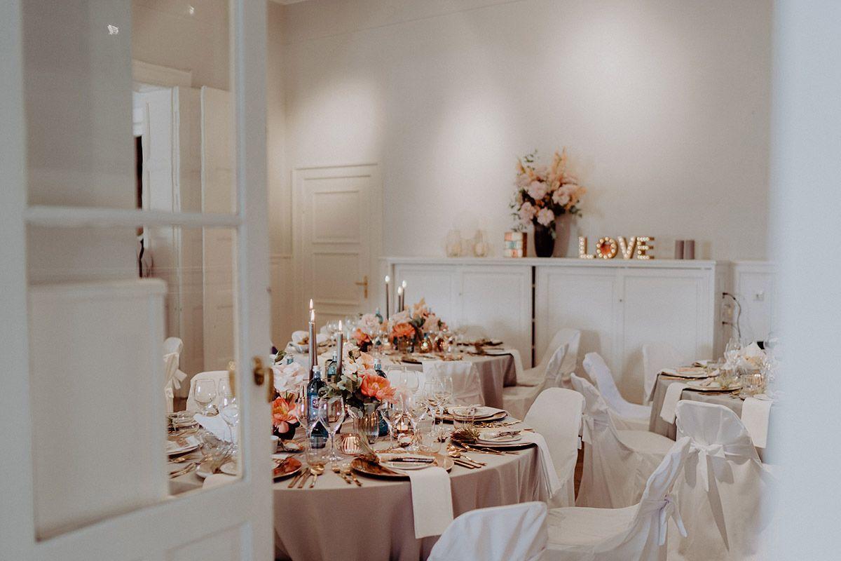 Geschmuckter Festsaal Hochzeitsfeier Abend Berlin Hochzeitsfotograf C Www Hochzeitslicht De Hochzeit Berlin Boho Hochzeit Hochzeitsfotograf