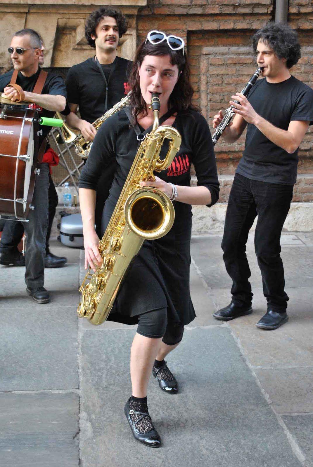 Una band in strada