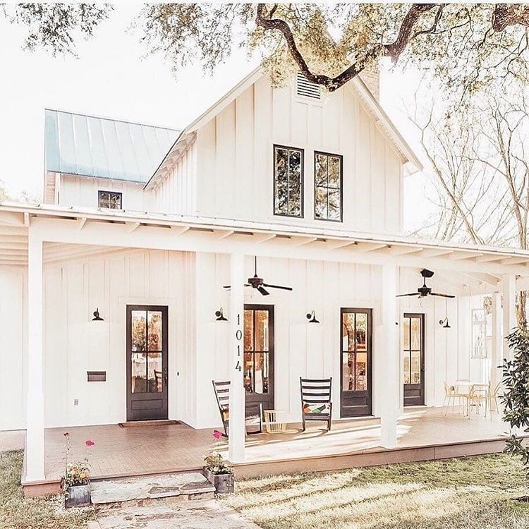 We Love This Cute White Farmhouse That Porch Looks Perfect For A Summer Night Do You Love This House Farmhouse Remodel House Exterior Farmhouse Plans