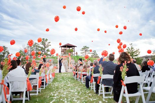 Bride And Groom Write Vows On Balloon Everyone Sends Them Off After Are Read