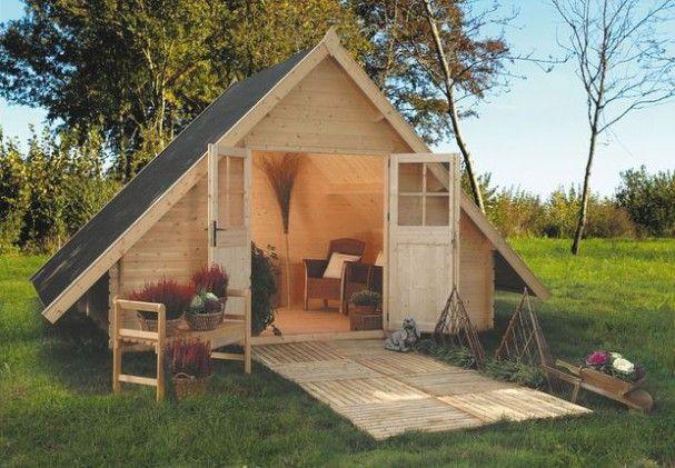 Un chalet en bois suppl e de quelques caillebottis pour des finitions soign es small houses - Cabane jardin habitable colombes ...