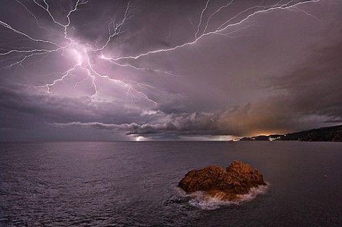 30 Heart Wrenching Natural Disaster Photographs Lightning Photography Sky Photography Pictures Of Lightning