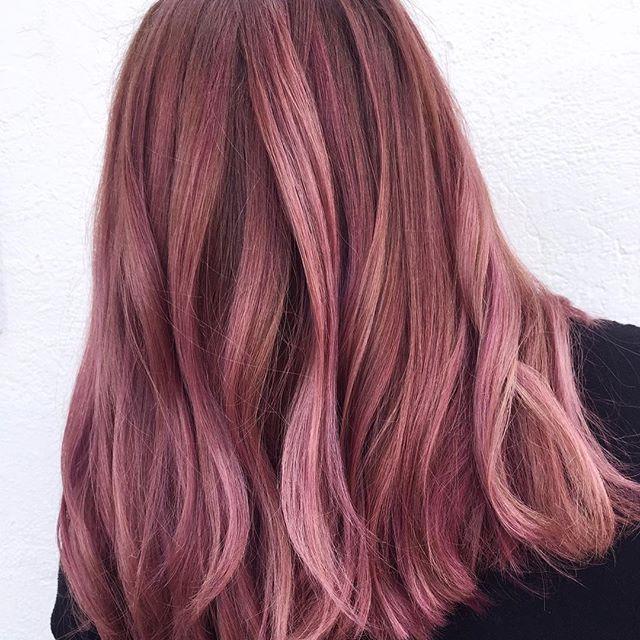 Pin Von Unicorn Bae Auf Frisuren In 2020 Altrosa Haar Rosa Haare Helle Haarfarben