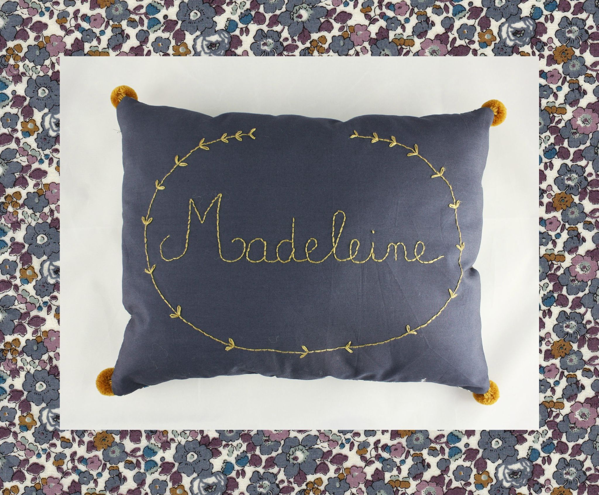 Pour Madeleine Mes Petits Riens Coussin Personnalise Coussin Brode Coussin Liberty
