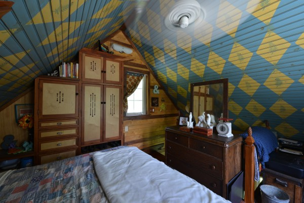 Couple Married For 29 Years Builds Their Dream Tiny House All By Hand