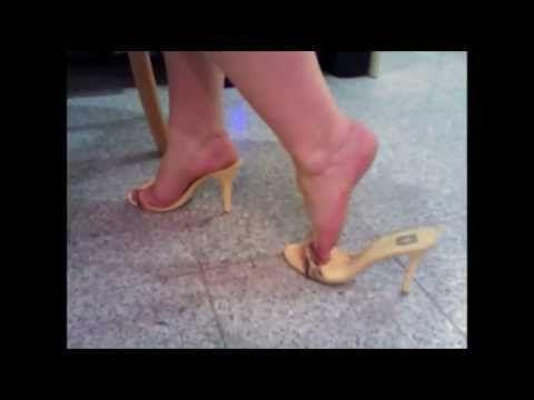 Stilettowoman bbw in 4 inch yellow High Heel Mules, heelpopping, tapping...