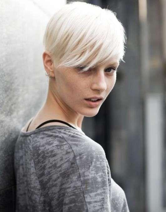 Taglio capelli biondo platino