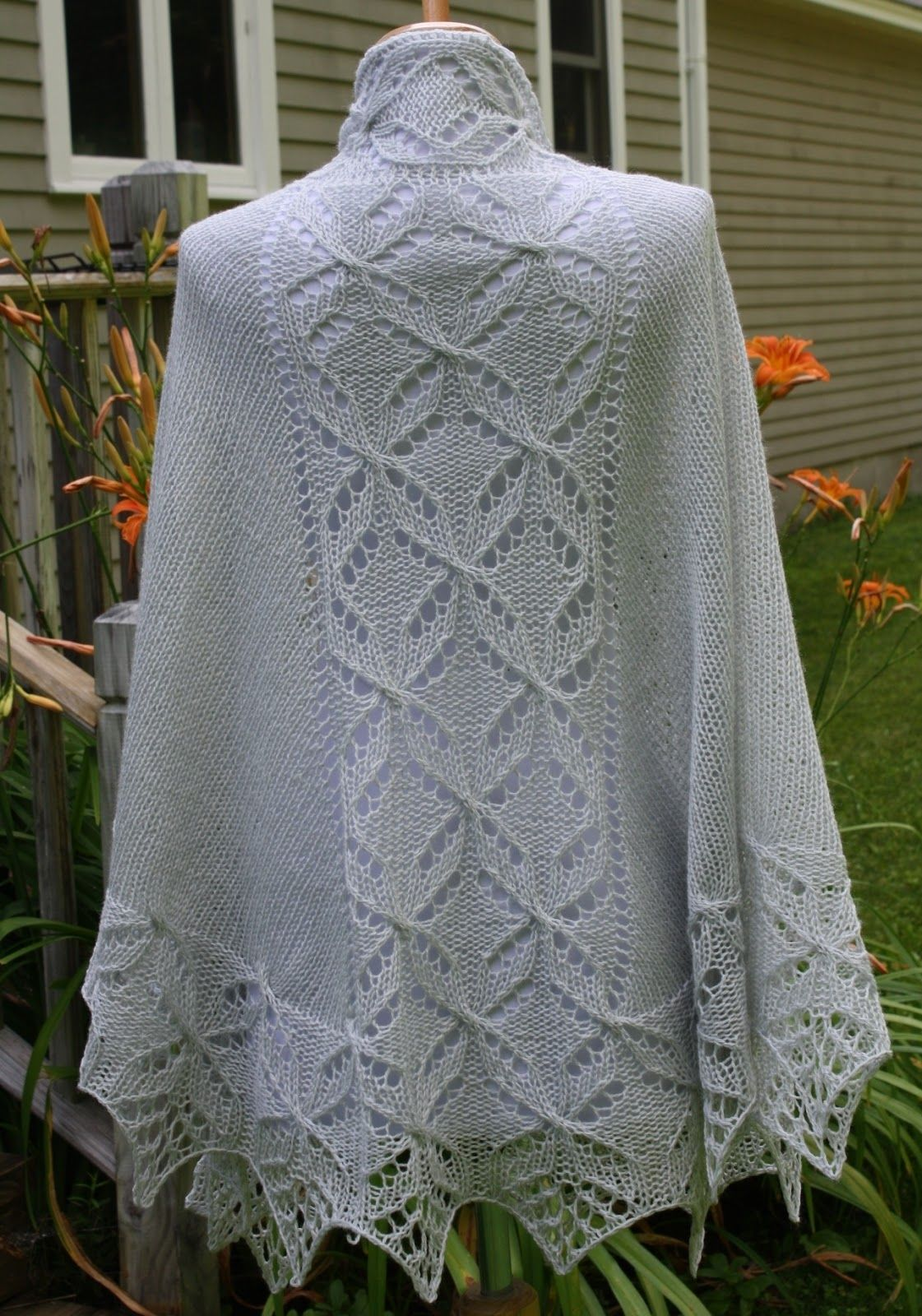 All Knitted Lace: Pattern Release: Lucky Quatrefoil Shawl   maglia ...