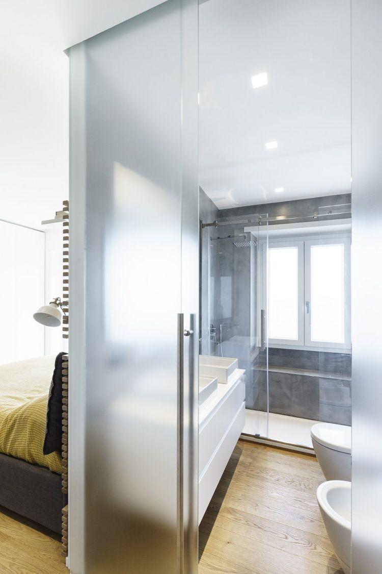 Raumteiler aus Glas und Stahl zaubert Loft-Atmosphäre in der Wohnung ...