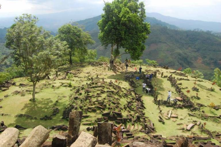 Gunung Padang: cosa si cela sotto la collina? - SaggiaSibilla