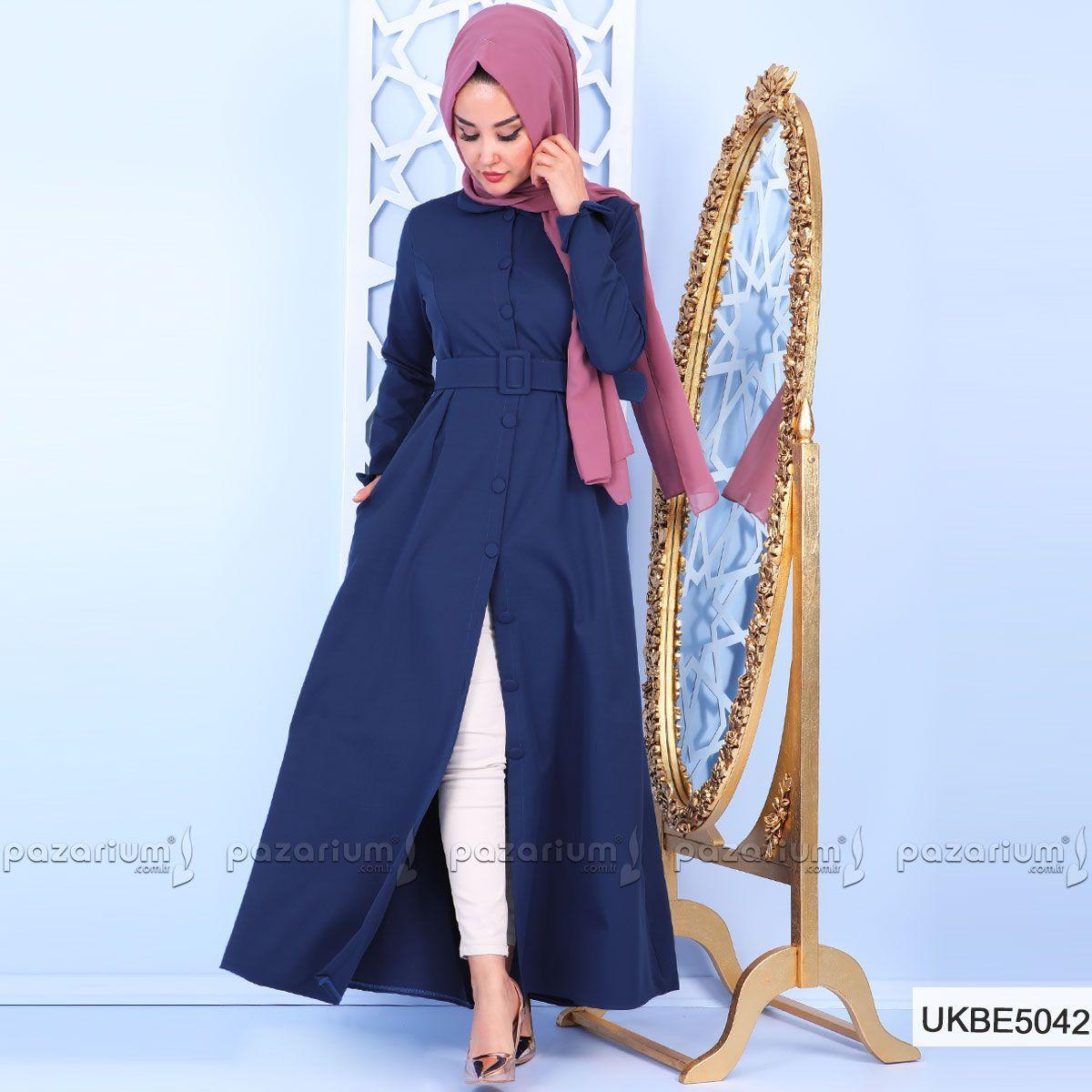 Gizli Cep Detayina Sahip Olan Indigo Renkli Elbise Klasik Yakalidir Beli Pileli Ve Kemer Detayli Olan Elbise Klos Kesim Stile Sahipt Moda Moda Stilleri Elbise