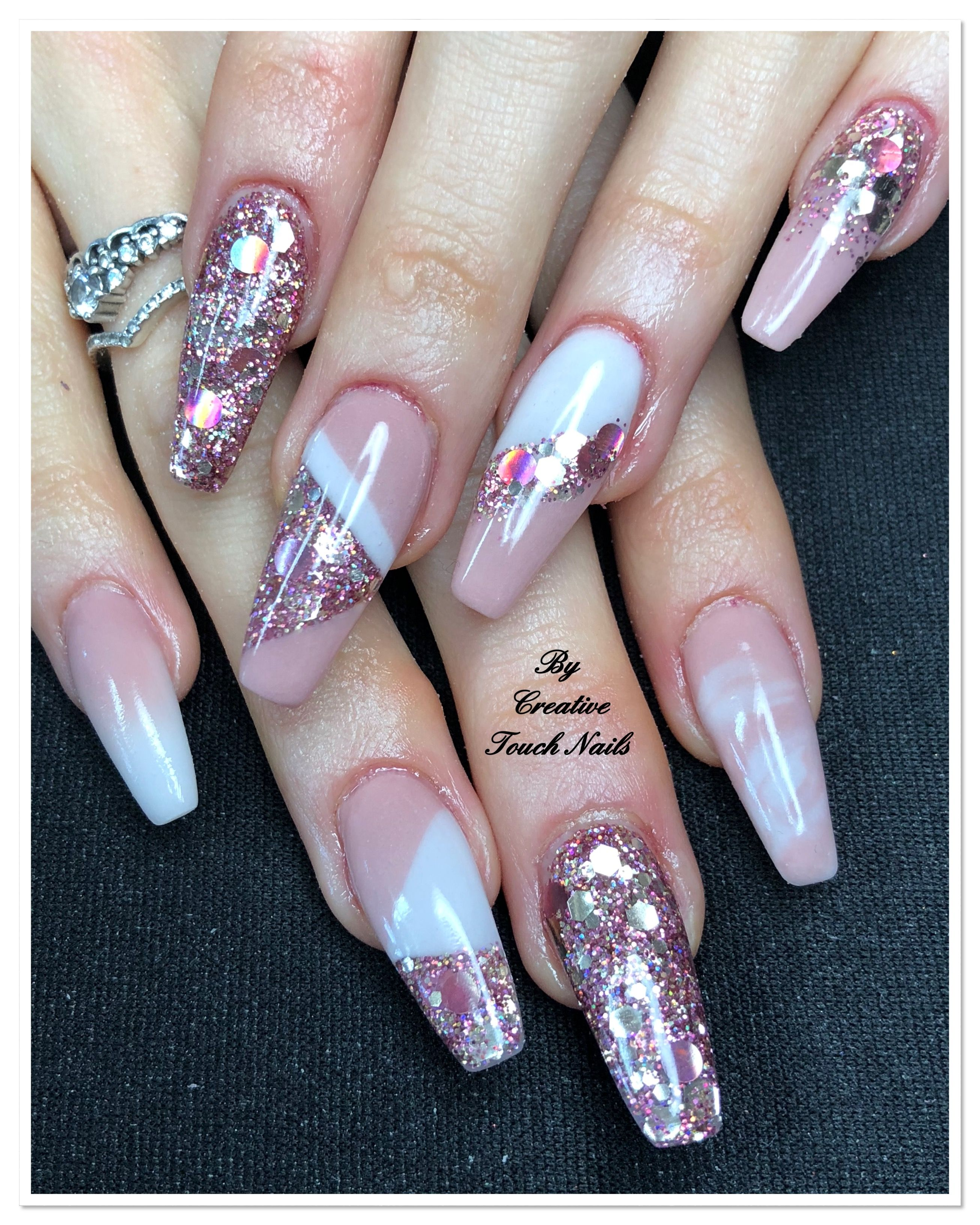 Such A Creative Classic Look Of Pink White And Rose Gold Acrylic Nails Gold Acrylic Nails Hair Nails Make Up Hair And Nails