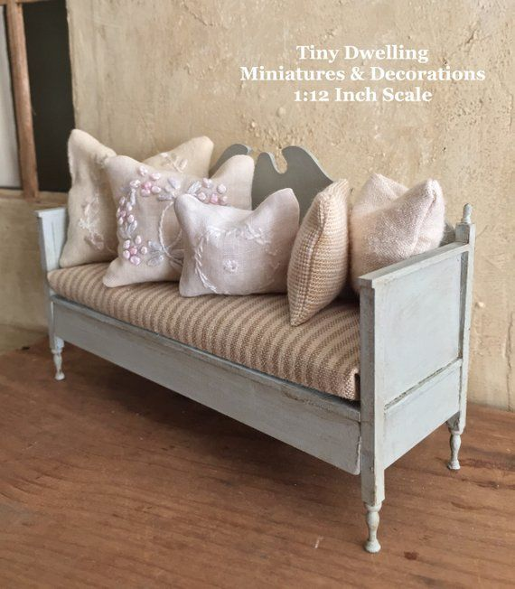 Miniature Bench, Gustavian Bench, Gustavian Dollhouse Furniture, Miniature Furniture #miniaturefurniture