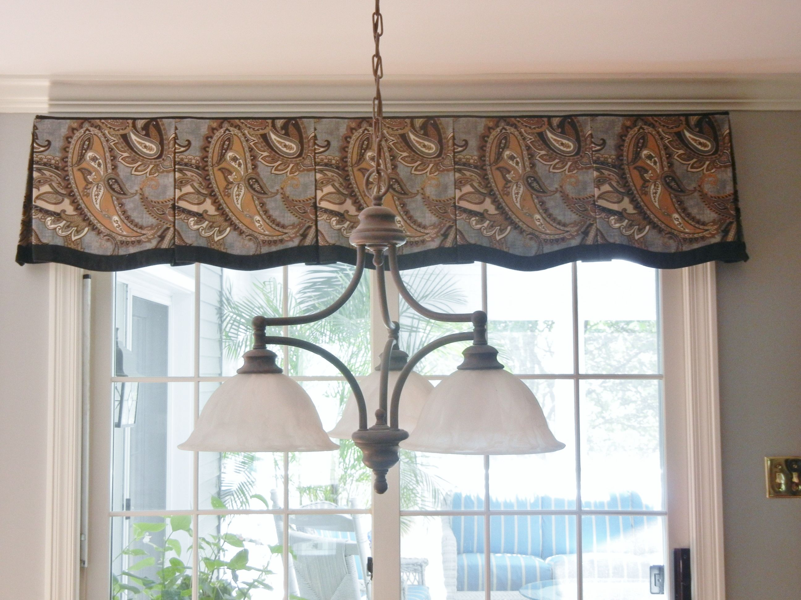Box Pleated Valance With Banding
