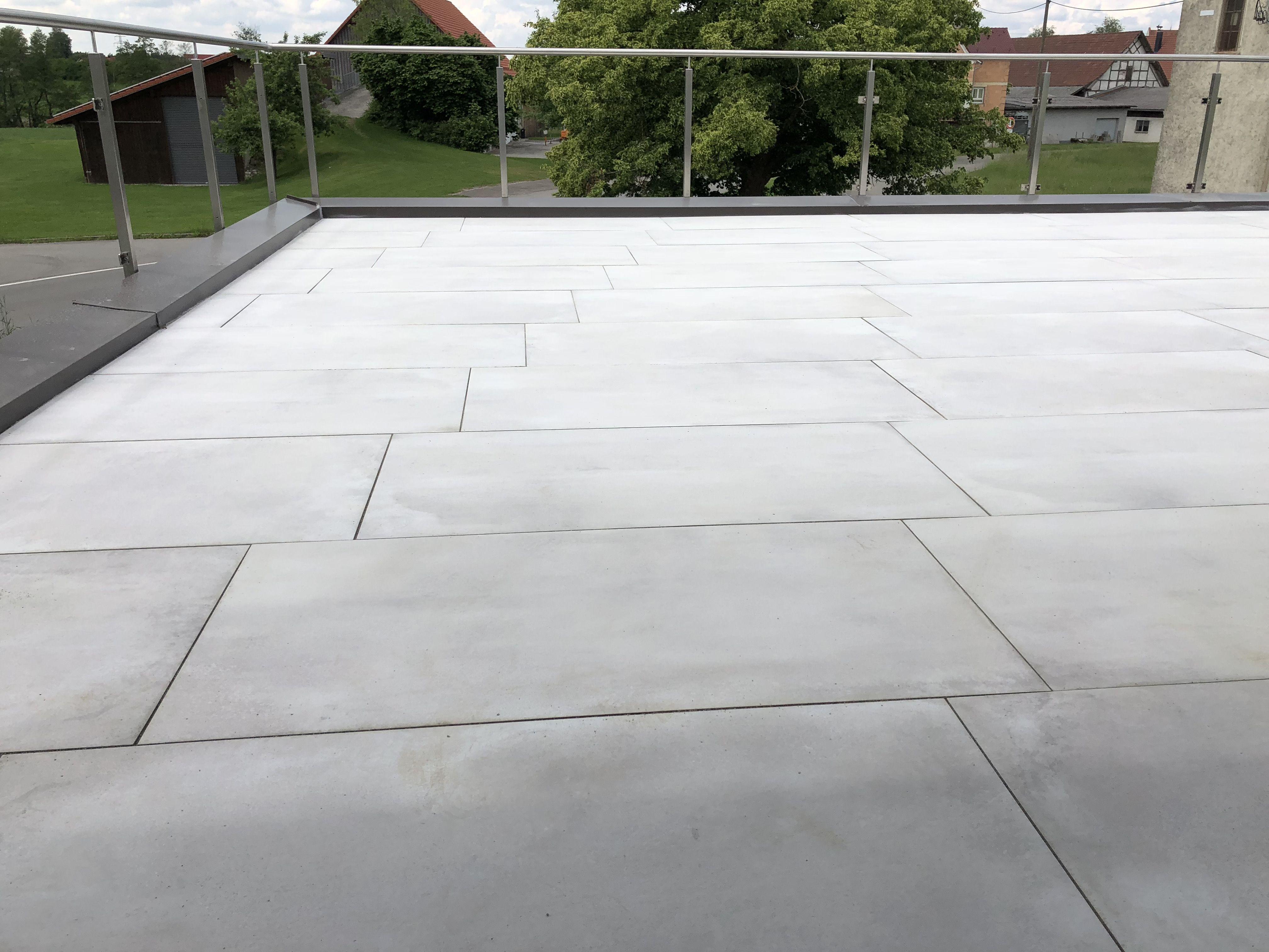 Moderne Und Dezente Terrassenplatten Terrassenplatten Terrasse Modern