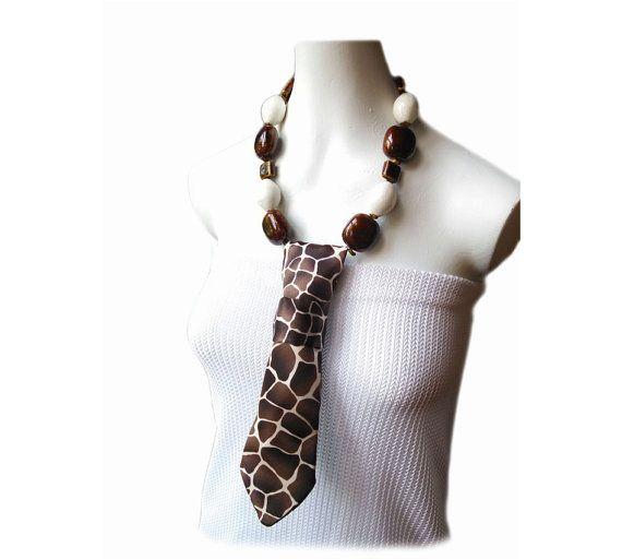 ZOHMALY giraffe pattern tribal necklace women's by Estilo Margot.