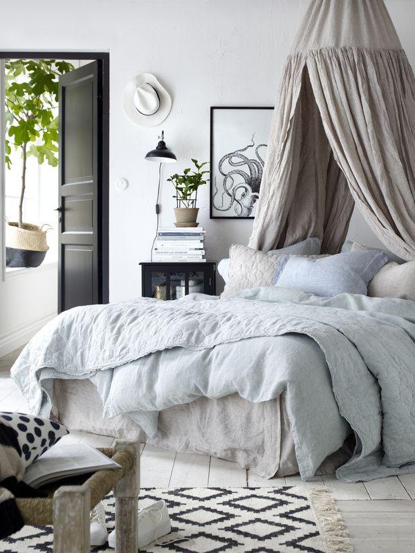 makuuhuone,matto,lakanat,tyynynpäällinen,vuodekatos