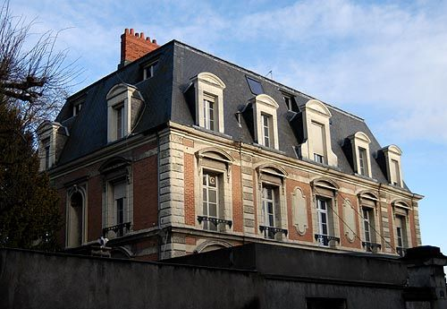 Tours france mansard roof pinterest tours france for What is a mansard roof