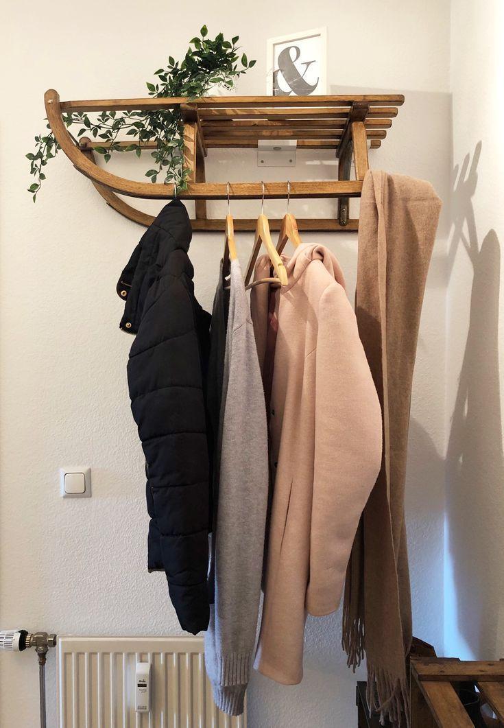super schlitten kleiderschrank #deko #dekoration #garderobe #schlitten #schlittenGar ...   - Dekoration Flur - #deko #Dekoration #Flur #Garderobe #KLEIDERSCHRANK #schlitten #schlittenGar #Super #flurdekoration